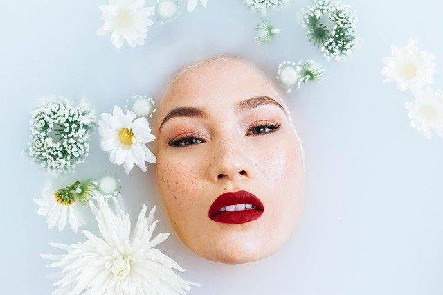 Débutante en maquillage ? Voici les produits indispensables.